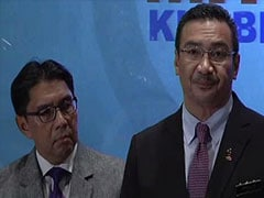 Malaysian minister addresses media on missing plane: highlights