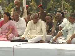 Another Chief Minister on dharna, this time Nitish Kumar in Patna