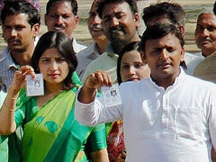 Akhilesh Yadav, wife have narrow escape as bird hits chopper