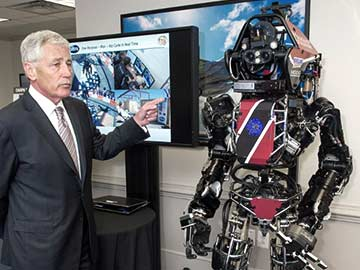 Pentagon scientists show off life-size robot