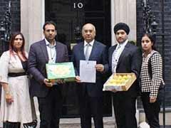 Keith Vaz gives boxes of Indian Alphonso mangoes to British PM David Cameron