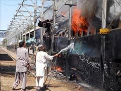 14 killed in Pakistan train bomb blast