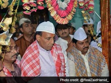 17415796e97 BJP chief Rajnath Singh wears traditional topi at Lucknow shrine