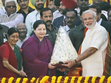 Narendra Modi Assures Jayalalithaa of 'Absolute Cooperation' Between Centre, Tamil Nadu
