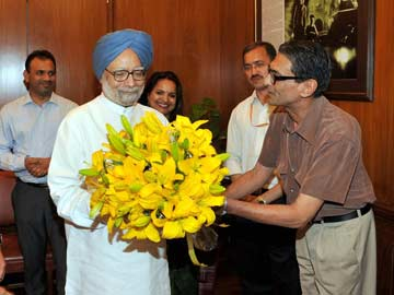 On Prime Minister Manmohan Singh's Last Day at Work, a Standing Ovation