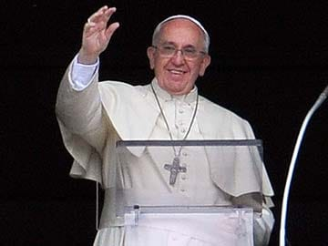 POPE DISAPPEARS ON LIVE TV Pope_salute_AFP_360x270_1