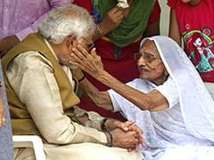 Election Results 2014: Armed with Massive Victory, Narendra Modi Meets His Mother