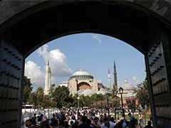 Muslims Pray to Turn Turkey's Greatest Monument Back Into a Mosque