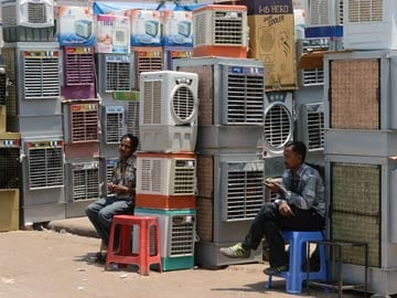 No Respite from Heat, Mercury to Hover Around 45 Degrees in Delhi