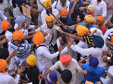 Two Groups Clash in Golden Temple, 12 Injured