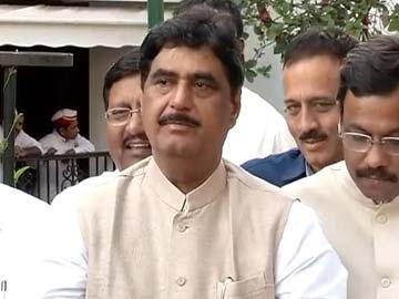 Driver Arrested for Collision with Gopinath Munde's Car
