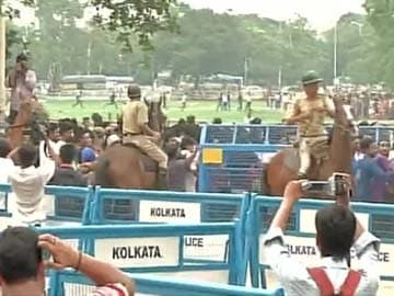 Kolkata Knight Riders' Fans Lathi Charged as Near-Stampede Erupts Outside Eden Gardens