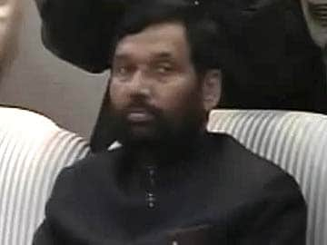 Badaun Gang-Rape: Ram Vilas Paswan Meets Girls' Family