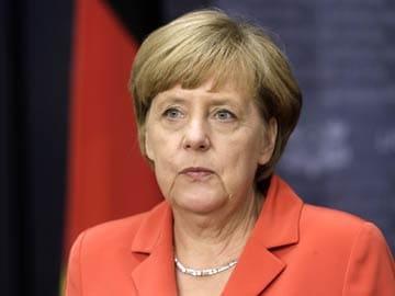 Angela Merkel Urges Ukraine Truce as Russia Convoy Returns Home
