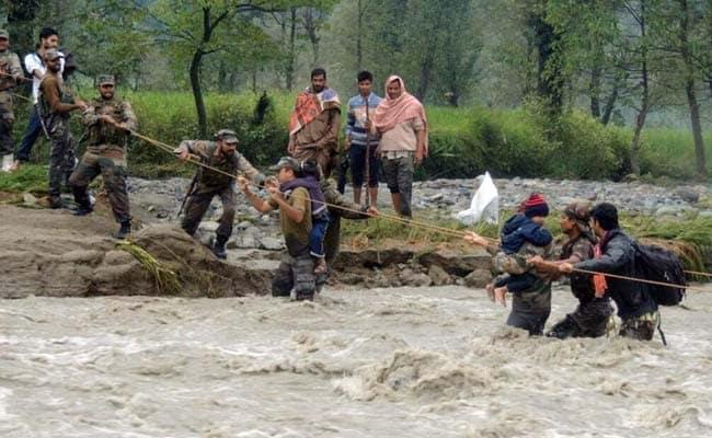 कश्मीर में बाढ़ का संकट: बारिश रुकी-झेलम का जलस्तर घटा,PM मोदी ने CM से की बात