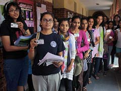 Thousands Turn Up to Vote in Delhi University Polls