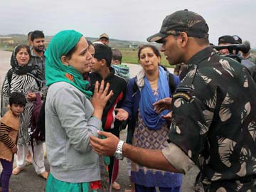 Army Using WhatsApp to Help Those Stranded in Kashmir