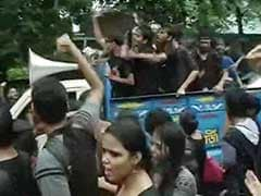 Kolkata: Protest March by Students, Governor Intervenes