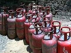 महंगाई की मार : LPG सिलेंडर फिर हुआ महंगा, जेट ईंधन की कीमत भी बढ़ी