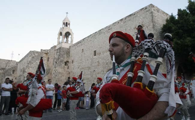 Palestinian Bagpipers Back Scottish Independence