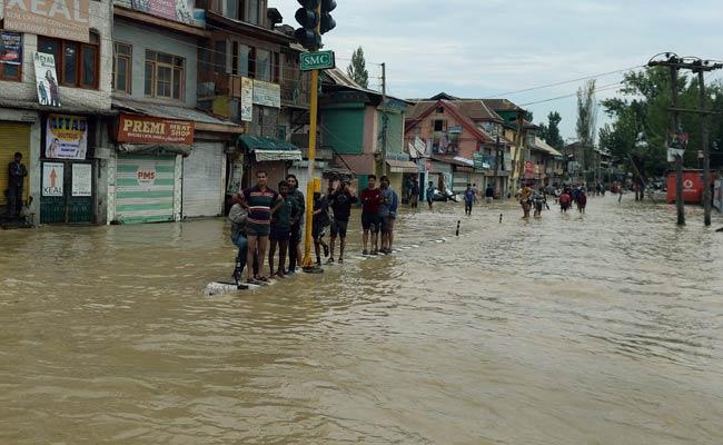 Kashmir Floods: 6 Lakh Stranded, Nearly 50,000 Rescued
