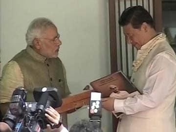 Narendra Modi Gifts Copy of Gita in Chinese to Xi Jinping at Sabarmati Ashram