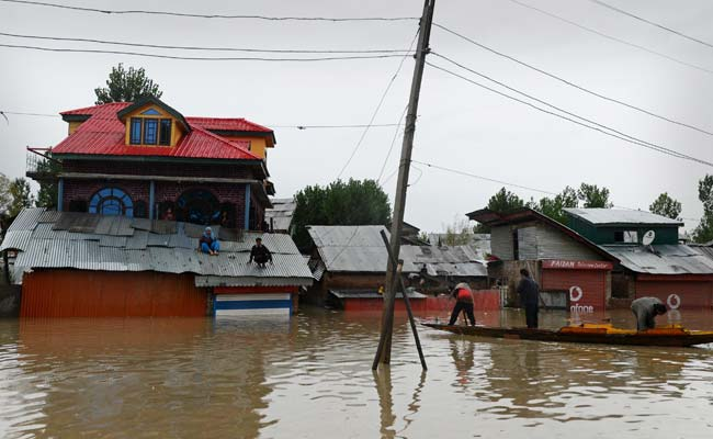 Jammu and Kashmir Floods: Acting on Facebook SOS, Army Saves Pregnant Woman Stranded in Srinagar