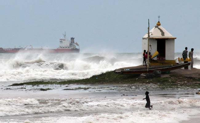 Cyclone Hudhud: NDRF Airlifts Metal and Wood Cutters, Increases Standby Teams to 44