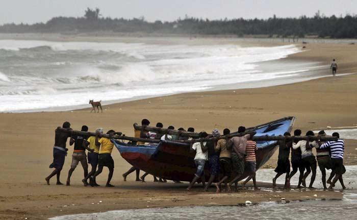 Cyclone Hudhud to Make Landfall Earlier Than Expected
