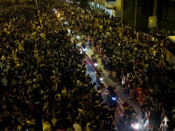 Hong Kong Government Denies Using Triad Gangs to Break up Protests