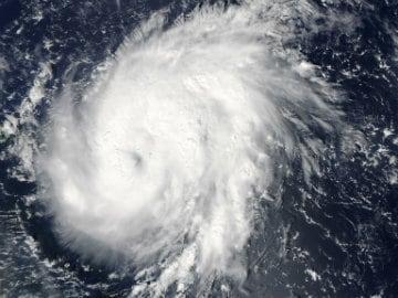 Eye of Weakening Hurricane Gonzalo Smashes Into Bermuda