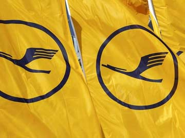 Lufthansa to Fly in World's Largest Passenger Jet to Delhi