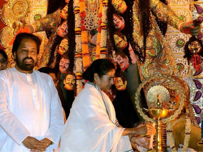 Mamata Banerjee Performs Kali Puja at Home