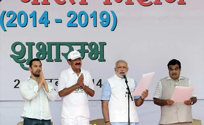 PM Narendra Modi Tags Sachin Tendulkar, Shashi Tharoor in Cleanliness Challenge