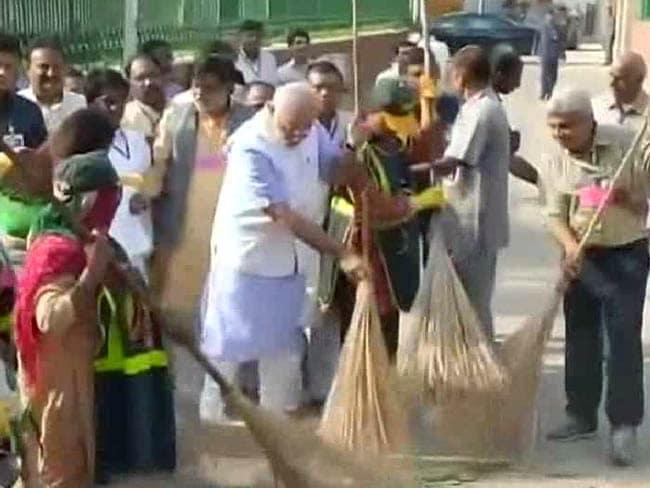 PM Narendra Modi Sweeps in a 'Clean India' Movement