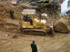 Sniffer Dogs Join Search for Sri Lanka Mudslide Victims