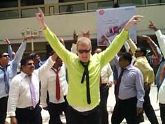 <i>Lungi</i> Dance Like a Boss: In Kerala, a Flash Mob of IT CEOs