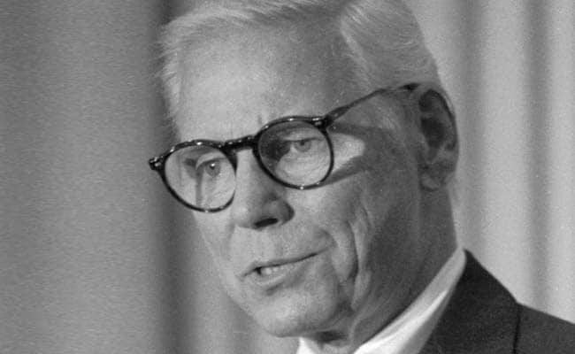 Warren Anderson, Who Led Union Carbide During Bhopal Disaster, Dies at 92