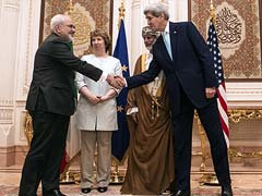 John Kerry, Iranian Foreign Minister Javad Zarif in Crunch Round of Nuclear Talks