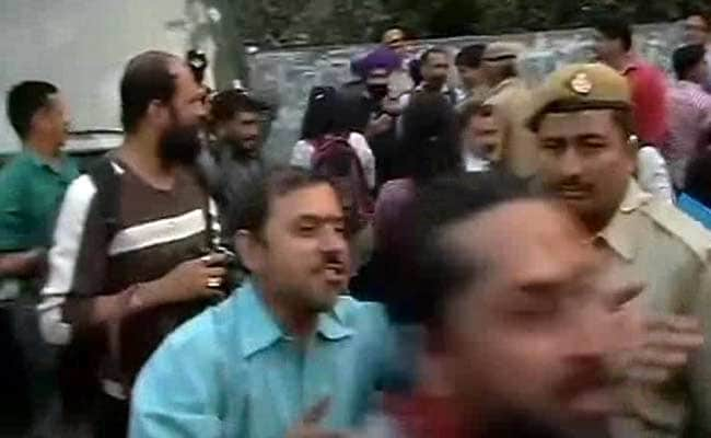 'Kiss of Love' Protesters Hold Demonstration Outside RSS Office in Delhi