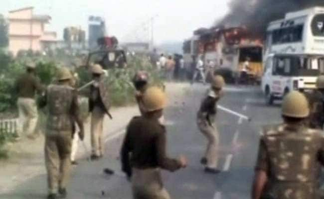 20 Injured as Farmers Clash with Policemen in Mathura
