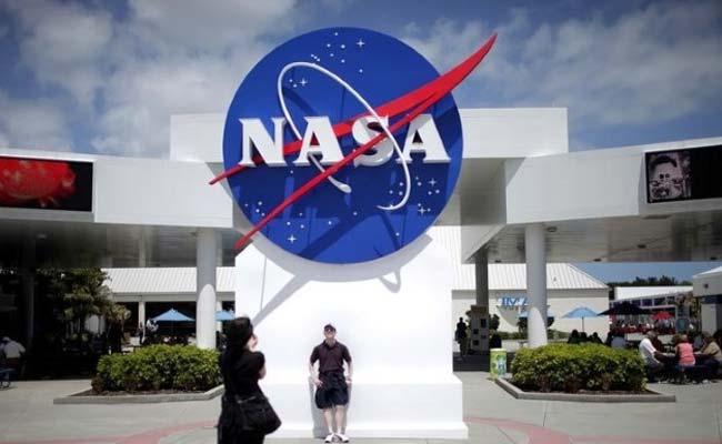 NASA Probe Set to Wake Up For Pluto Encounter
