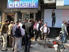 Guard Shot, Rs 1.5 Crore Looted from Cash Van by Robbers in North Delhi