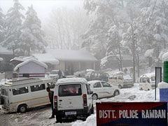 Freezing Cold, Dense Fog Affects Life in Srinagar