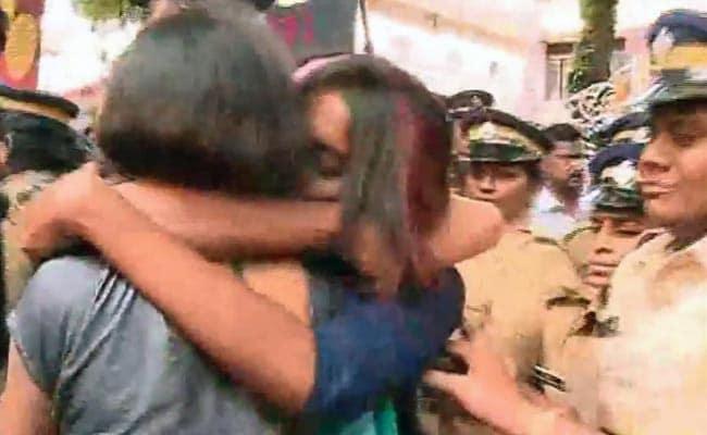 'Kiss of Love' Given From Kerala to Kolkata