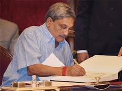 Defence Minister Manohar Parrikar to Review Security Situation in Jammu and Kashmir