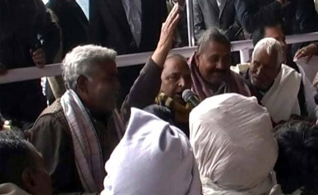 At Saifai Festival, Mulayam Singh Breaks into Song