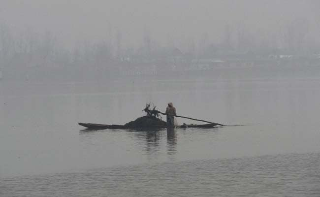 Kashmir Cold Wave: Fringes Of Dal Lake Frozen, But No Snow In Sight