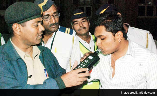 Mumbai: This New Year's Eve, Sober Drivers to Get Rose From Traffic Police