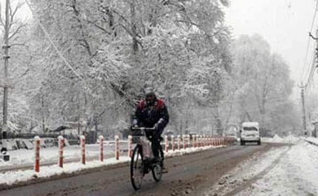 Kashmir Valley Freezes Under Harsh 'Chillai Kalan' Winter